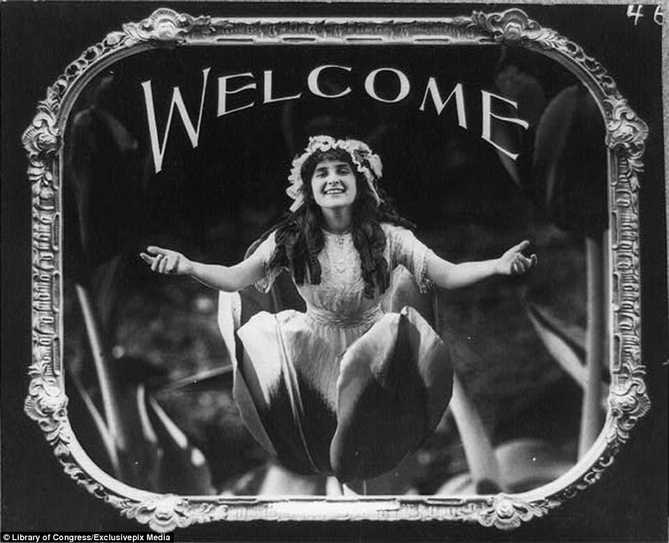 This Woman Was Used By One Cinema To 'welcome' Audience Members Into The Theater Before The Silent Film Was About To Start In 1912